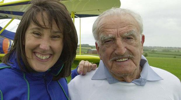 Tom Lackey has set a new wing walking record at the age of 93.