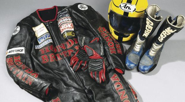 Outfit worn by Joey Dunlop when he won the 1998 Isle of Man Lightweight TT