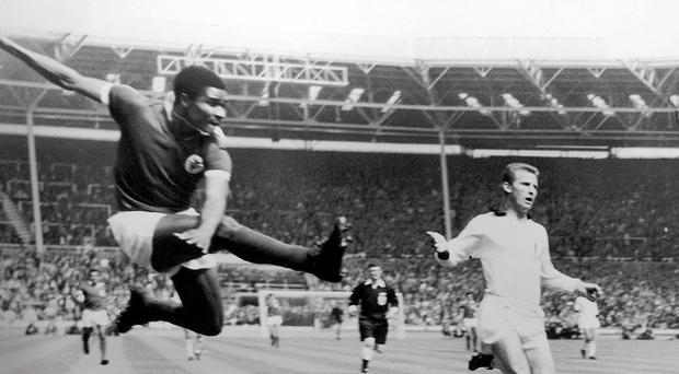 Legend: Eusebio scores against AC Milan at Wembley, 22nd May 1963 in European Cup final