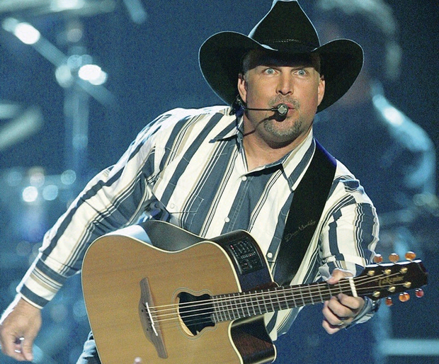 Country star Garth Brooks in action
