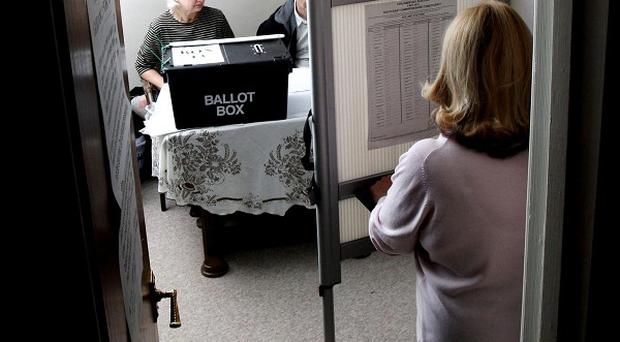 Central records could help improve the accuracy of electoral registers across the UK, says a report on Northern Ireland's experience