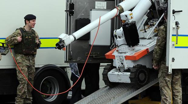 Army bomb disposal experts carried out a controlled explosion on a pipe bomb in Derry