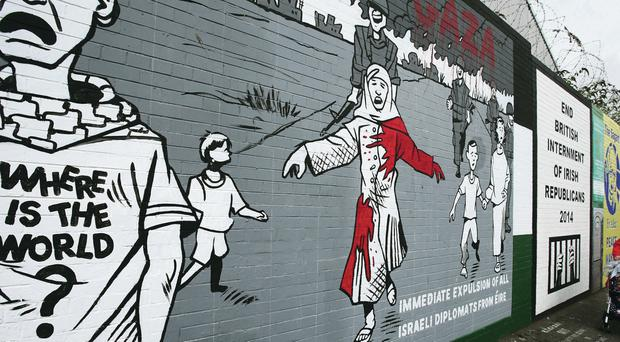 A mural on the Falls Road in Belfast calling for the 'Immediate expulsion of all Israeli diplomats from Eire'