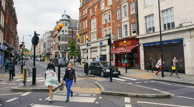 The number of people visiting stores on the High Street dropped by 1.7% last month