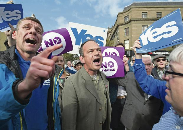 Emotions run increasingly high as pro- and anti-independence supporters exchange views in Dundee