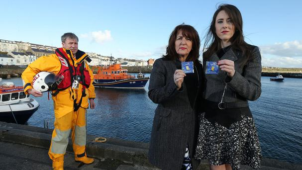 Eimear McDaid, right, with her mother Sally and Portrush RNLI mechanic Anthony Chambers (RNLI/PA Wire)