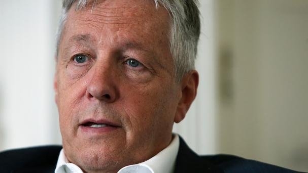 First Minister Peter Robinson is to hold talks with David Cameron