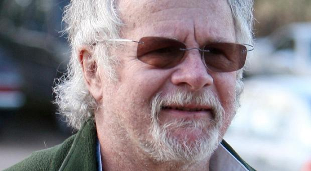 Bill Oddie has urged Northern Ireland politicians to ban hunting with dogs