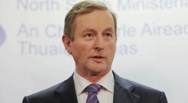 Enda Kenny hopes a Stormont deal can be reached within days to resolve the crisis threatening power sharing