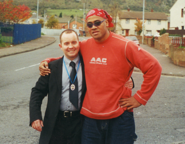 Michael Johnston with Jonah Lomu on the Whiterock Road, with Black Mountain in the background