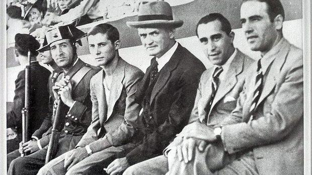 Patrick O'Connell on the bench at Barcelona (in middle)