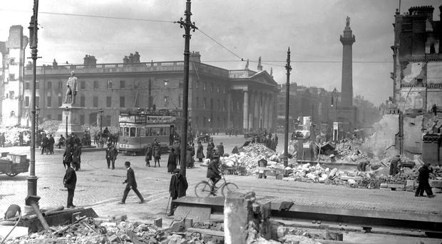 Dubliners in Sackville Street in the aftermath of the 1916 Rising