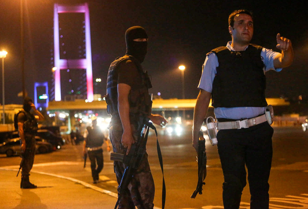 Turkish soldiers block Istanbul's Bosphorus Bridge last night