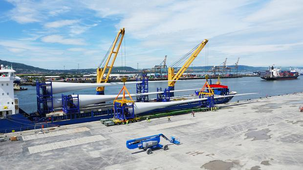 The massive blades arrive in Belfast prior to assembly of the turbines