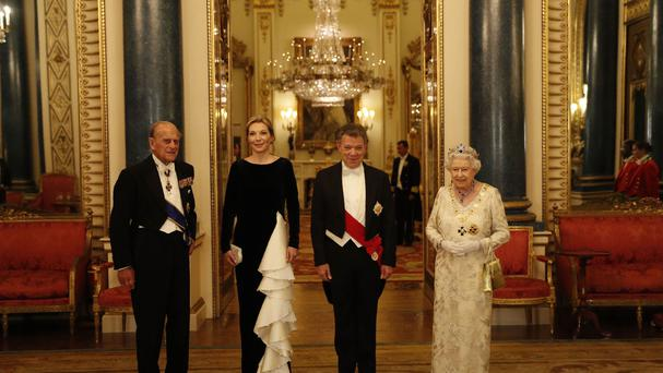 Maria Clemencia Rodriguez de Santos poses for a formal photograph with her husband and the Royal Couple before a State Banquet at Buckingham Palace