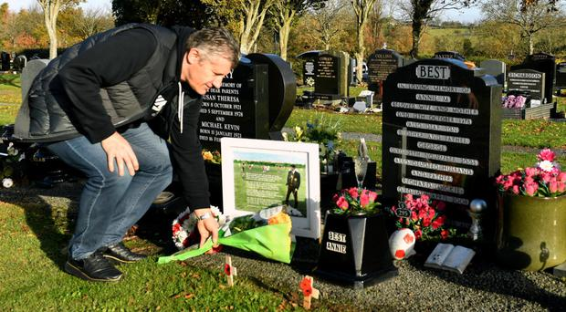 Davor Suker lays flowers at the grave of George Best