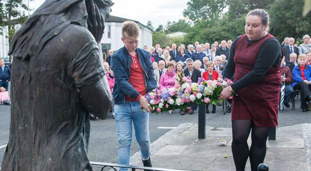 Darryl McClelland great great grand nephew of James, and Eimear Hone granddaughter of Arthur Hone, lay flowers at the memorial