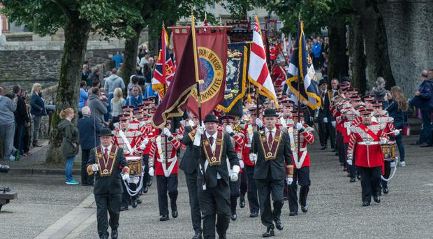 apprentice boys joined by tens of thousands to mark relief of derry. Black Bedroom Furniture Sets. Home Design Ideas