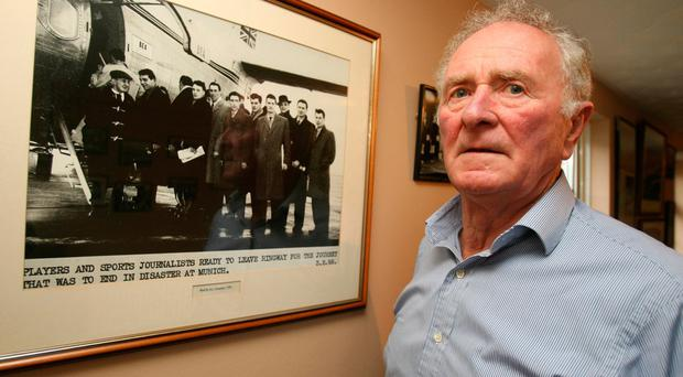 Munich air crash survivor Harry Gregg with a picture of the Manchester United side before they got on the flight in 1958