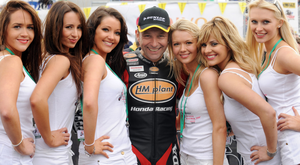 Racer Steve Plater with the grid girls at the North West 200