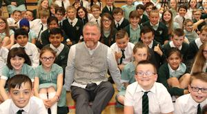 Artist Colin Davidson with Finaghy Primary School pupils