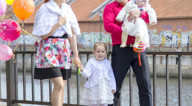 Little Nadezda Laporionok with parents Aleksandr and Olesia and sister Leila
