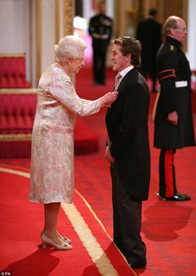 Tony McCoy accepting his OBE from the Queen in 2010