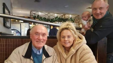Distressing: Stanley O'Neill (79) in December 2019 with his son Simon, granddaughter Sophie and great-grandson Ollie