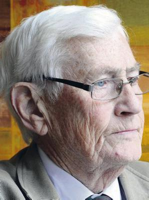 Pacemaker press 10/11/12 Seamus Mallon attends the SDLP's annual conference held at the armagh City hotel. picture Mark Marlow/pacemaker press