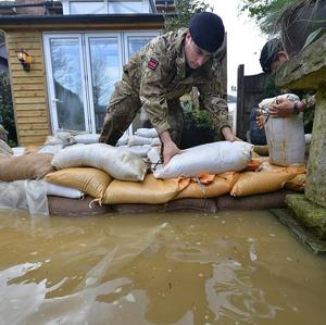 Soldiers on Bridge Street in Chertsey placing sandbags around houses that are threatened with further flooding (Ministry of Defence/PA)