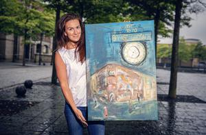 Aly Harte with her artwork for the Belfast Telegraph 150th celebrations