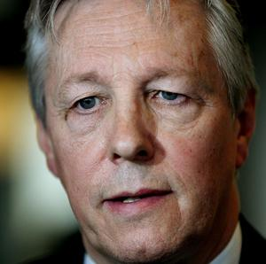 Peter Robinson has threatened to quit unless a judicial inquiry is ordered into the collapse of the Hyde Park bomb trial