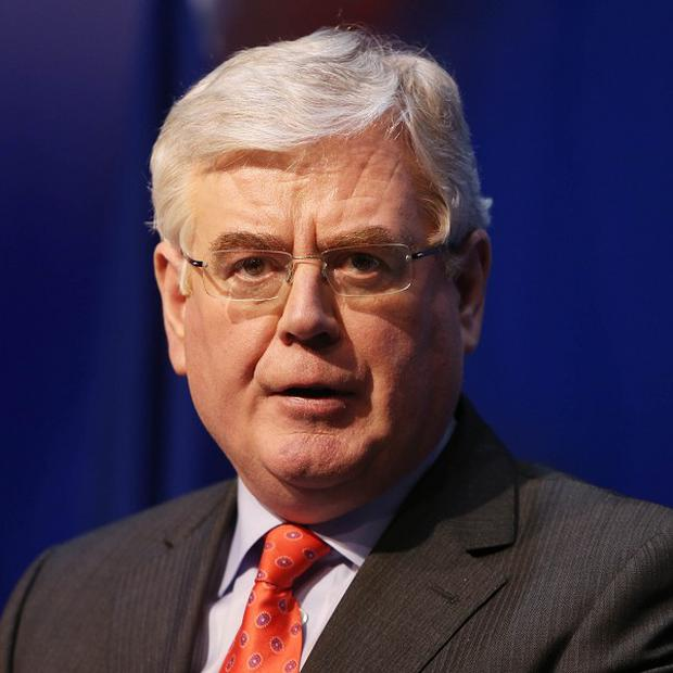 Eamon Gilmore says the taping of conversations between ministers and ex-Anglo Irish bankers underlines the need for a banking inquiry