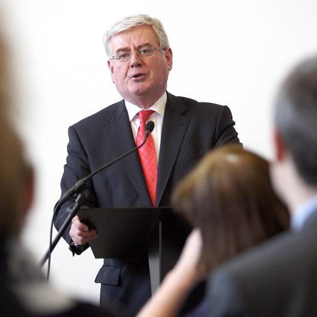 Eamon Gilmore has announced 200,000 euro in funding which is to help Syria destroy its chemical weapons stockpile