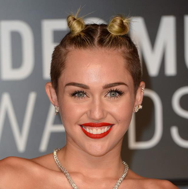 Miley Cyrus has angered Sinead O'Connor with remarks posted on the web.