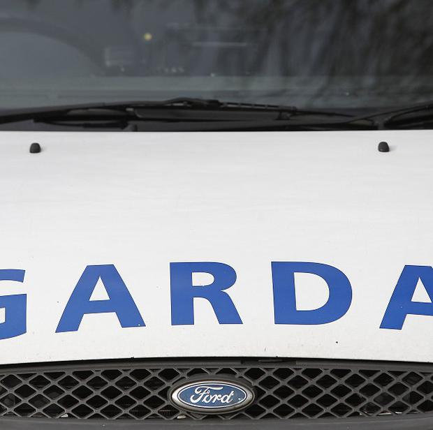 Gardai have started an investigation after two robbers tried to hold up a pub in Drogheda