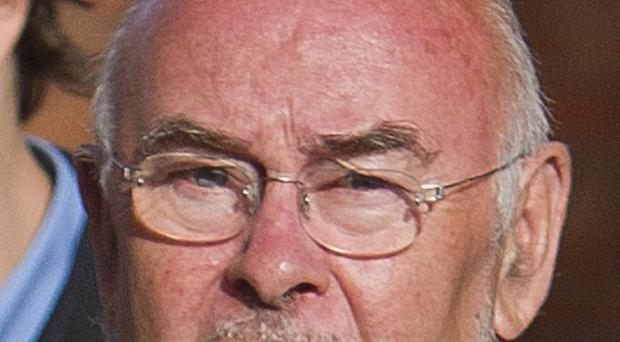 Education Minister Ruairi Quinn has urged the board of the Central Remedial Clinic to quit amid a row about top-up payments.