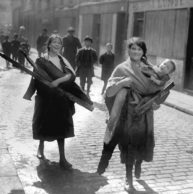 Children carry wood from Sackville Street, Dublin after the 1916 rising.
