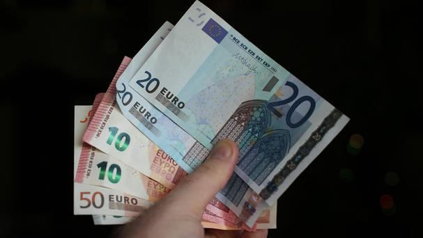 Almost half of those surveyed are paid less than the minimum wage of 8.65 euro
