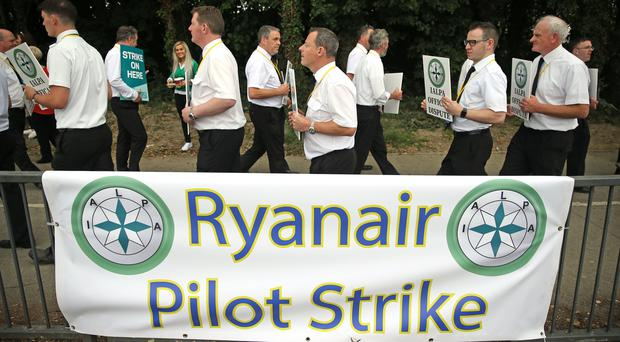 Ryanair pilots picket outside Dublin Airport (Brian Lawless/PA)
