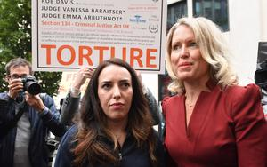 Stella Moris (left) and human rights lawyer Jennifer Robinson arrive at the Old Bailey (Stefan Rousseau/PA)