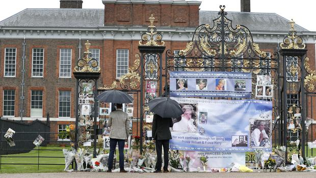 The Duke of Cambridge and Prince Harry look at tributes outside Kensington Palace (Kirsty Wigglesworth/PA)