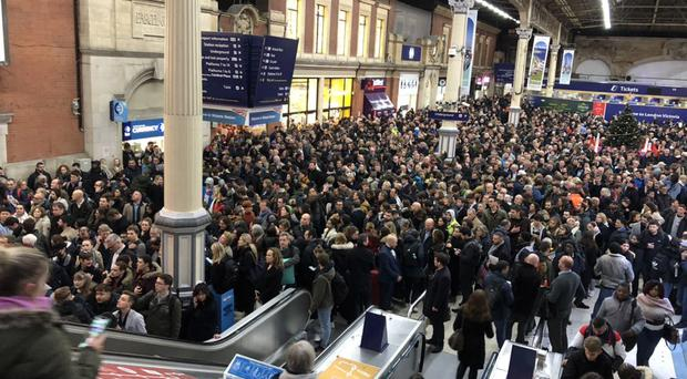 People in Victoria station main hall after disruption due to a signal failure (@WendyMacLeod3/Twitter)