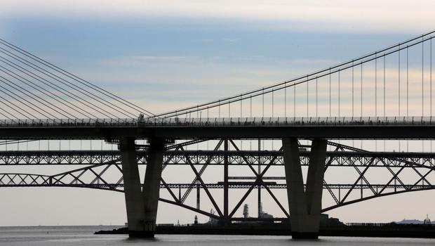 The Queensferry Crossing has been shut due to ice falling from the cables (David Cheskin/PA)