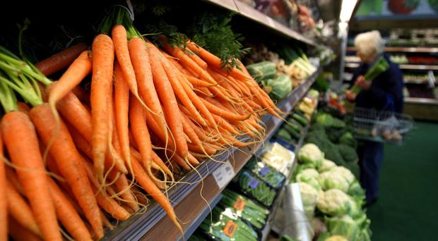 Selling more fresh produce loose can help cut food waste, updated guidance says (Chris Radburn/PA)