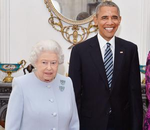 The Queen wearing her aquamarine and diamond clips at her 90th birthday lunch with Barack Obama in 2016 (John Stillwell/PA)