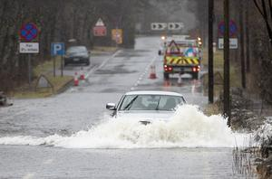 Motorists make their way through flood water along the A84 near Callander, Stirlingshire (Jane Barlow/PA)