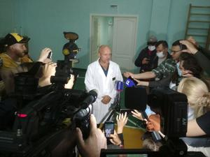 Anatoliy Kalinichenko at the Omsk hospital where Alexei Navalny is being treated (Evgeniy Sofiychuk/AP)