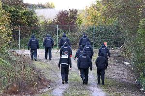 Police search officers at work in Kent as the investigation continues in to the disappearance of mum-of-five Sarah Wellgreen (Gareth Fuller/PA)