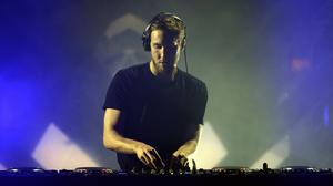 DJ Calvin Harris has cancelled his performance at the MTV European Music Awards due to illness
